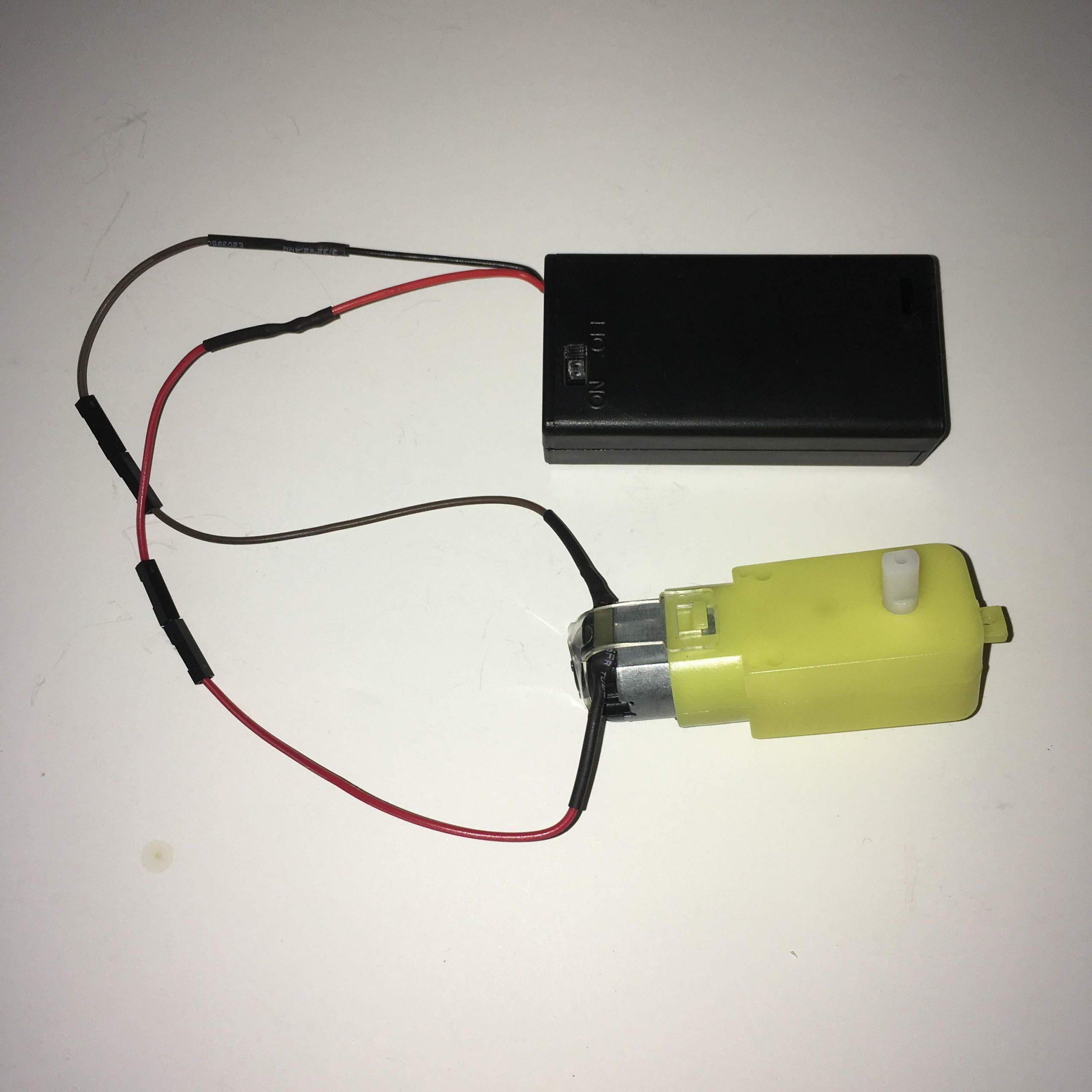3V Redüktörlü Motor ve 2'li AA Pil Yuvası (Kapaklı ve Switchli)